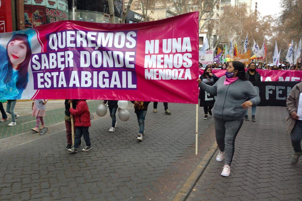 La mamá de Abigaíl encabezando una marcha en la que se pidió su hallazgo. /Los Andes