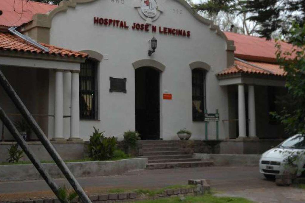 Investigan el incendio de un auto en una comisaría y una balacera en el hospital Lencinas