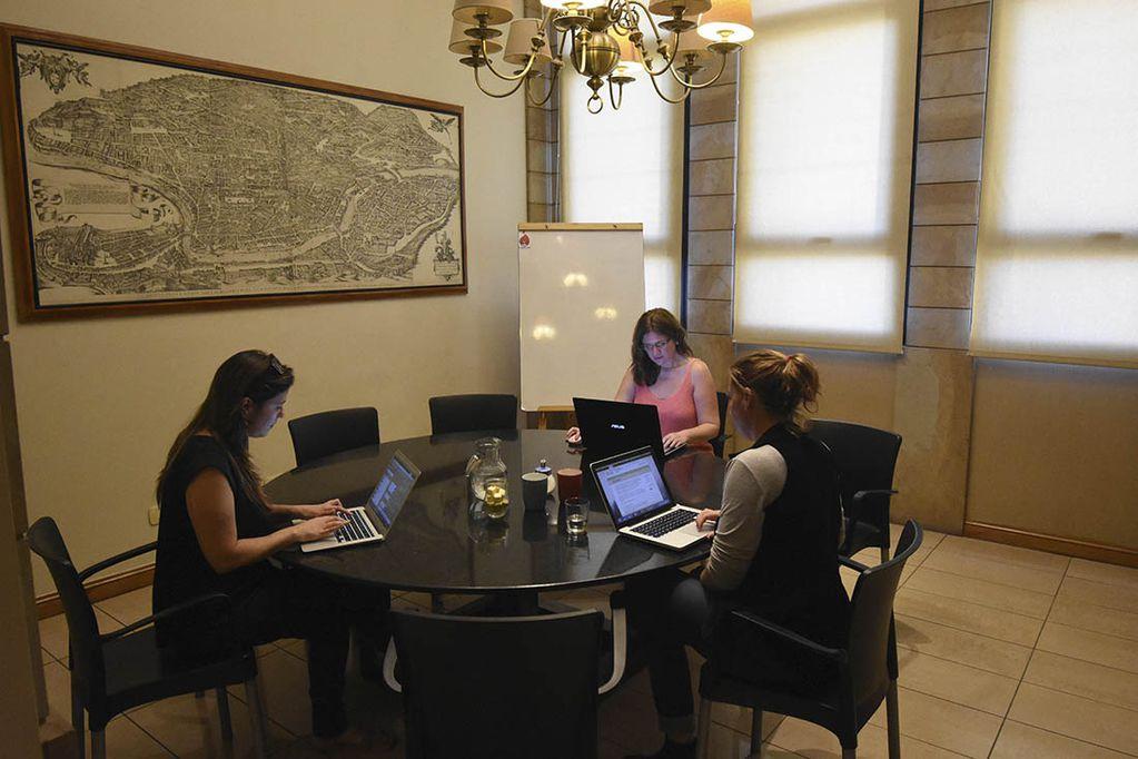 Muchos usuarios admiten que compartir un espacio de trabajo reduce los costos comparado con una oficina tradicional. / Foto: Gustavo Rogé