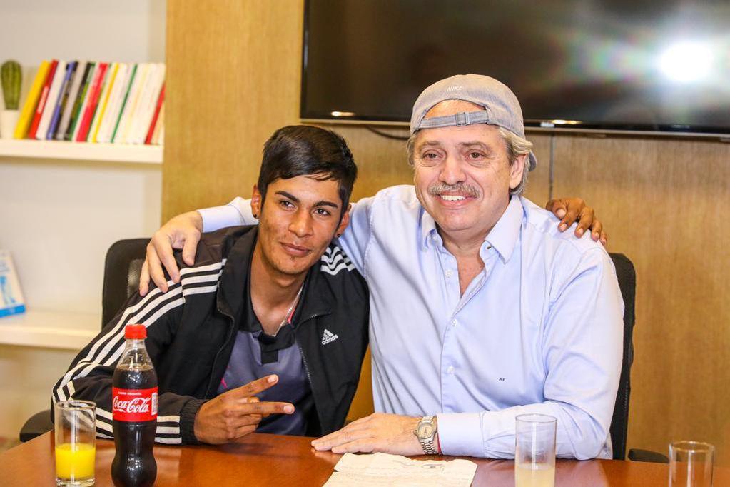 """Alberto Fernández se reunió con Braian, el joven discriminado: """"Una gorra no cambia nada"""""""
