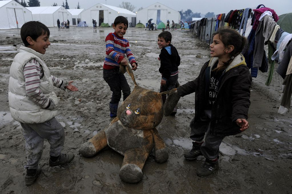 Denuncian la vulneración del derecho a la educación de más de 20.000 niños refugiados en Grecia