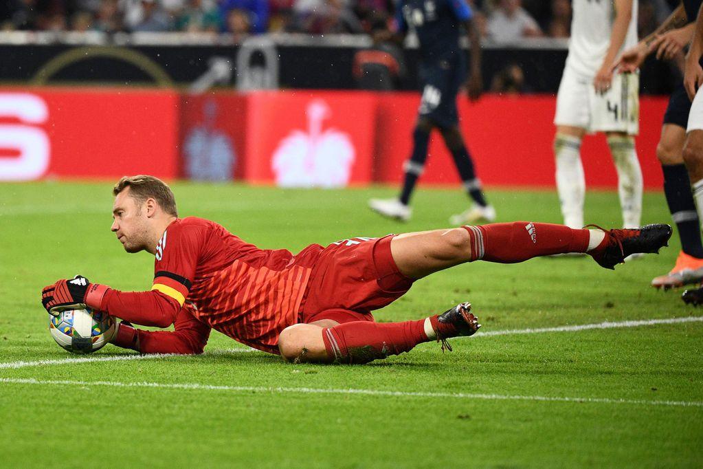 Guardiola quiso poner al arquero Neuer de mediocampista en el Bayern pero no lo dejaron