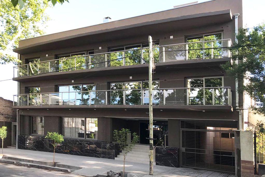 Edificio Arizu, un edificio residencial de tres niveles ubicado en el Barrio Bombal.