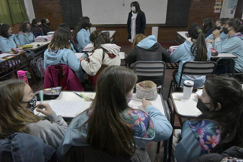 Unos 20.000 alumnos de primaria tendrán dos horas más de clases