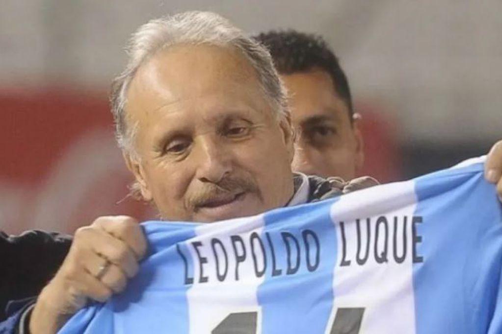 ¡Vamos, goleador! Leopoldo Jacinto Luque tuvo una leve mejoría y pudieron cambiarlo de posición
