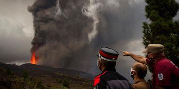 Erupción de un volcán en Canaria