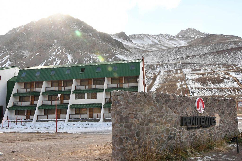 El Gobierno otorgará una licitación corta (de un año) para que Penitentes opere como un parque de nieve durante este invierno; si la pandemia lo permite. El objetivo final sigue siendo el prometedor e impactante Parque de Montaña para trabajar durante todo el año.