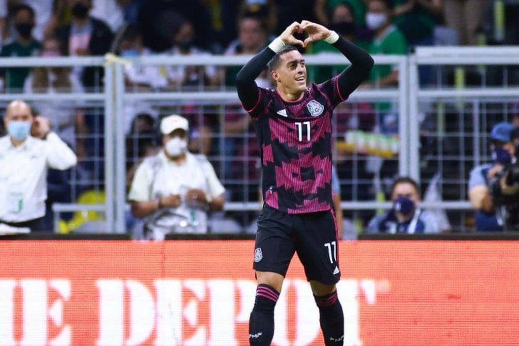 """Rogelio Funes Mori convirtió el segundo gol para el seleccionado mexicano que conduce el """"Tata"""" Martino, que lidera las Eliminatorias de Concacaf."""