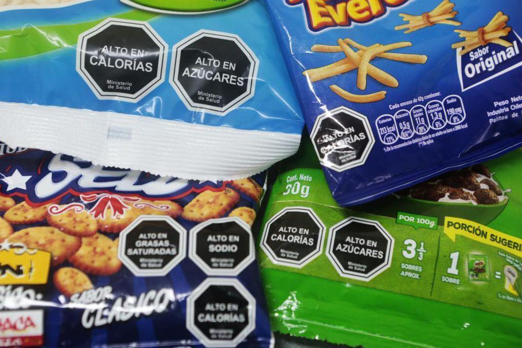 El proyecto de etiquetado frontal de alimentos recibió dictamen, pero dividió a los bloques