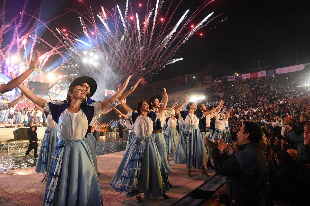 Postal de la celebración de la Fiesta Nacional de la Vendimia en el teatro Griego Frank Romero Day. / Mariana Villa