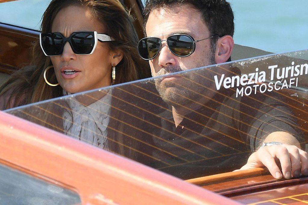 Jennifer Lopez y Ben Affleck llegaron a Venecia y generaron sensación
