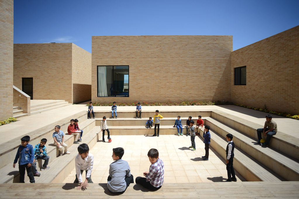 Complejo educacional de la Fundación Noor e Mobin / FEA Studio. © Ali Daghigh.