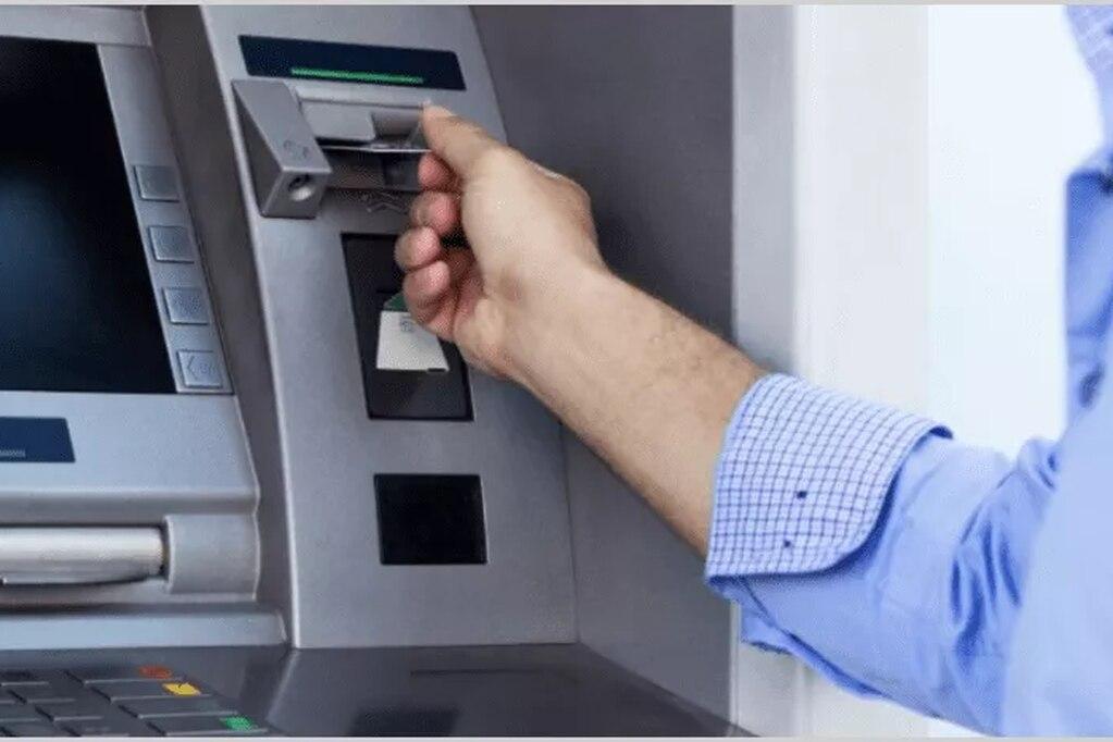 El BCRA suspendió cargos y comisiones para operaciones en cajeros automáticos