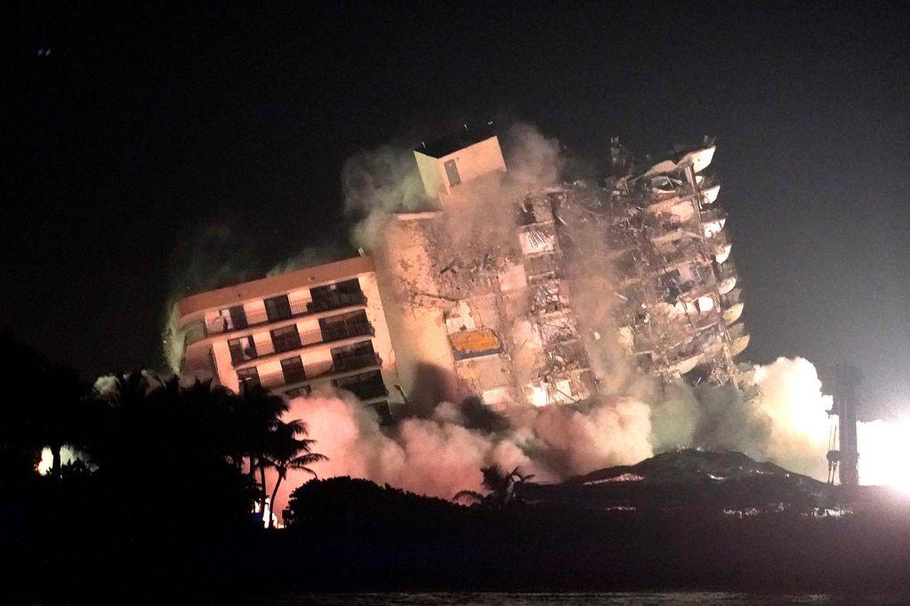 Fotos y videos: así demolieron lo que había quedado del edificio colapsado en Miami