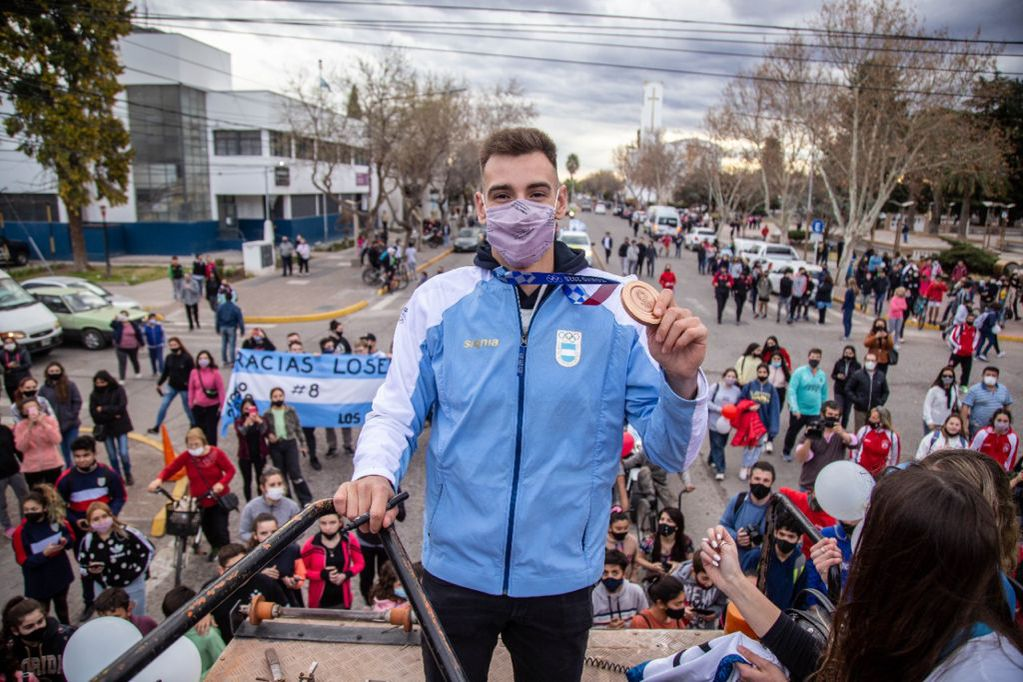 Video: Agustín Loser regresó a General Alvear y lo recibió una multitud