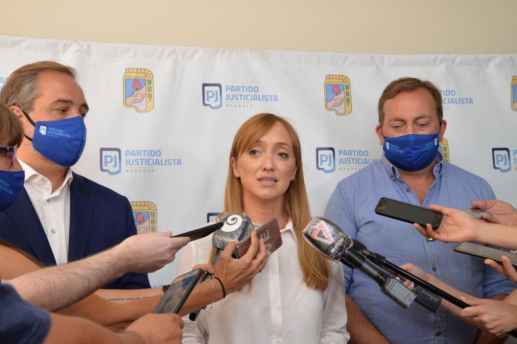 Anabel Fernández Sagasti, presidenta del PJ, junto a los vicepresidentes Matías Stevanato y Martín Aveiro.