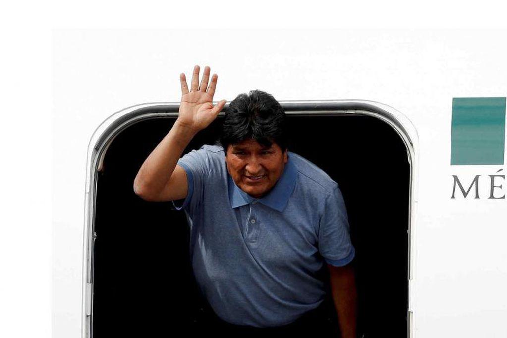 Revelan que el avión de Evo Morales esquivó varios proyectiles cuando dejó Bolivia y se fue a México