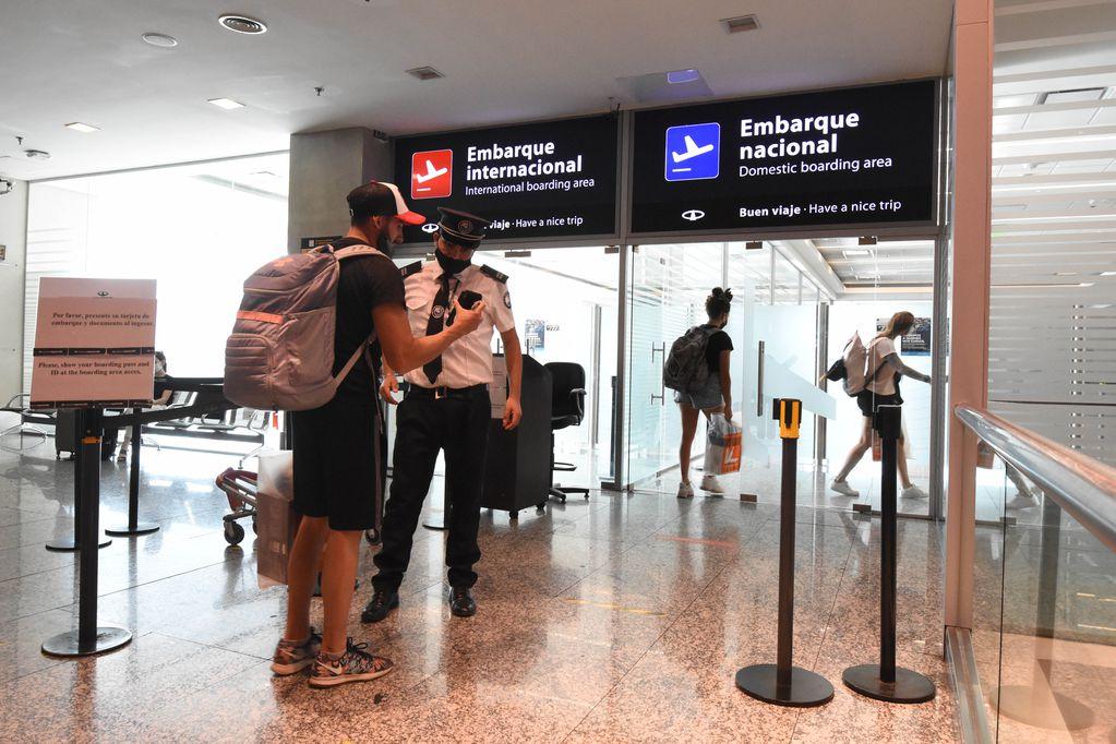 """Desde el 6 de septiembre, Mendoza podrá solicitar una """"prueba piloto"""", para permitir el ingreso de chilenos por su aeropuerto. Foto: Mariana Villa / Los Andes"""