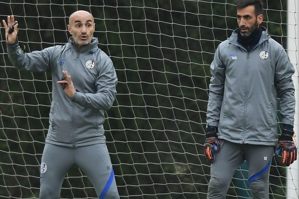 San Lorenzo: Paolo Montero sacó del equipo titular a los hermanos Ángel y Oscar Romero