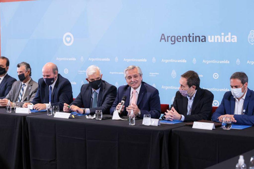 Fernández encabezó la presentación del PROVIAR II en Casa Rosada junto a ministros y funcionarios (Foto: Presidencia)