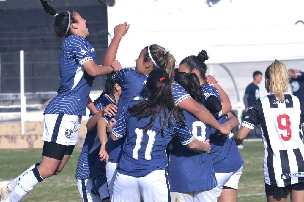La Lepra festeja por el 3-1 frente a Gimnasia, en la primera fecha del torneo local. / Orlando Pelichotti- Los Andes