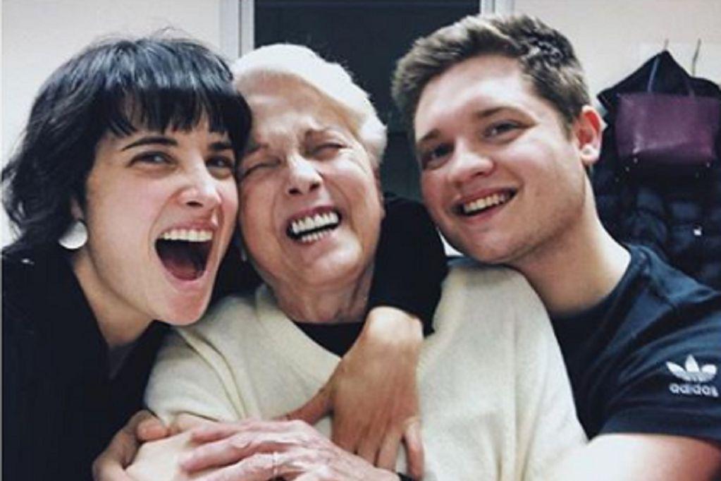 La actriz compartió un divertido momento de su madre fallecida y su hijo Toto