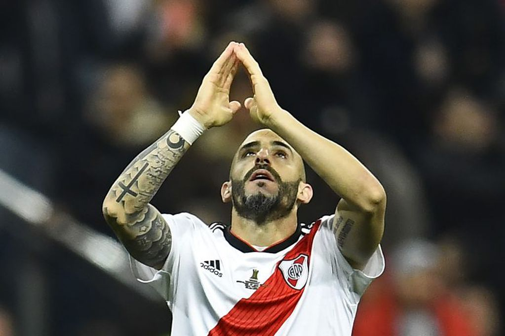 River Plate's Javier Pinola gestures after winning the second leg match of the all-Argentine Copa Libertadores final against Boca Juniors, at the Santiago Bernabeu stadium in Madrid, on December 9, 2018. (Photo by OSCAR DEL POZO / AFP) madrid españa  campeonato torneo copa libertadores 2018 futbol futbolistas partido final river plate boca juniors