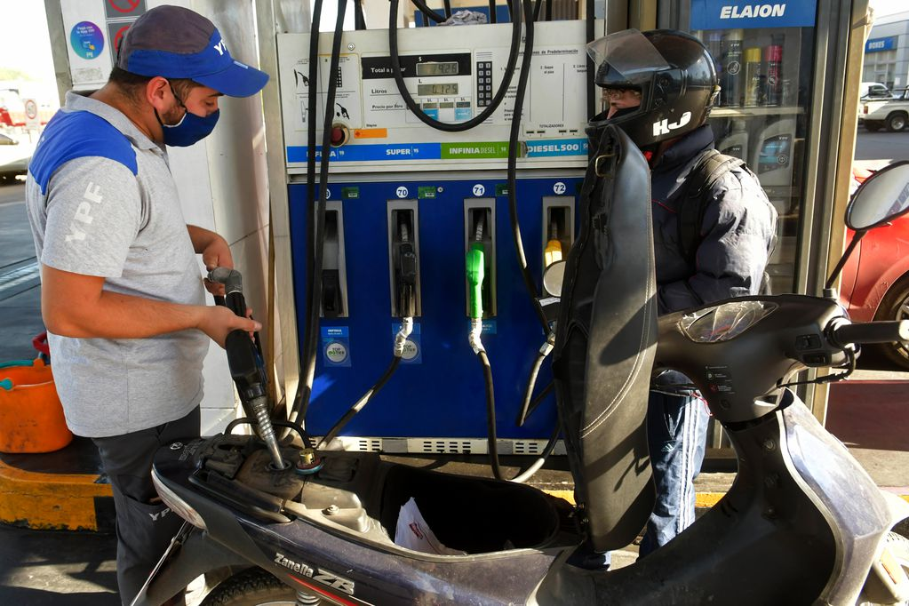 Desde que asumió Alberto Fernández, la nafta aumentó 18,4%