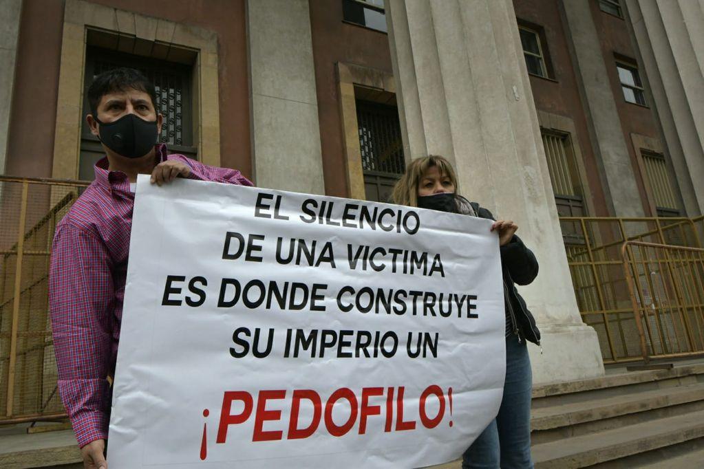 Víctimas de abusos en el instituto Próvolo y sus familias denuncian maltratos y revictimización en el segundo juicio por los abusos en el instituto religioso. Foto: Orlando Pelichotti / Los Andes.