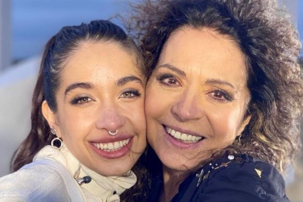 """Dúo impensado: María Becerra y Patricia Sosa cantaron juntas """"Endúlzame los oídos"""" y """"Acaramelao"""""""
