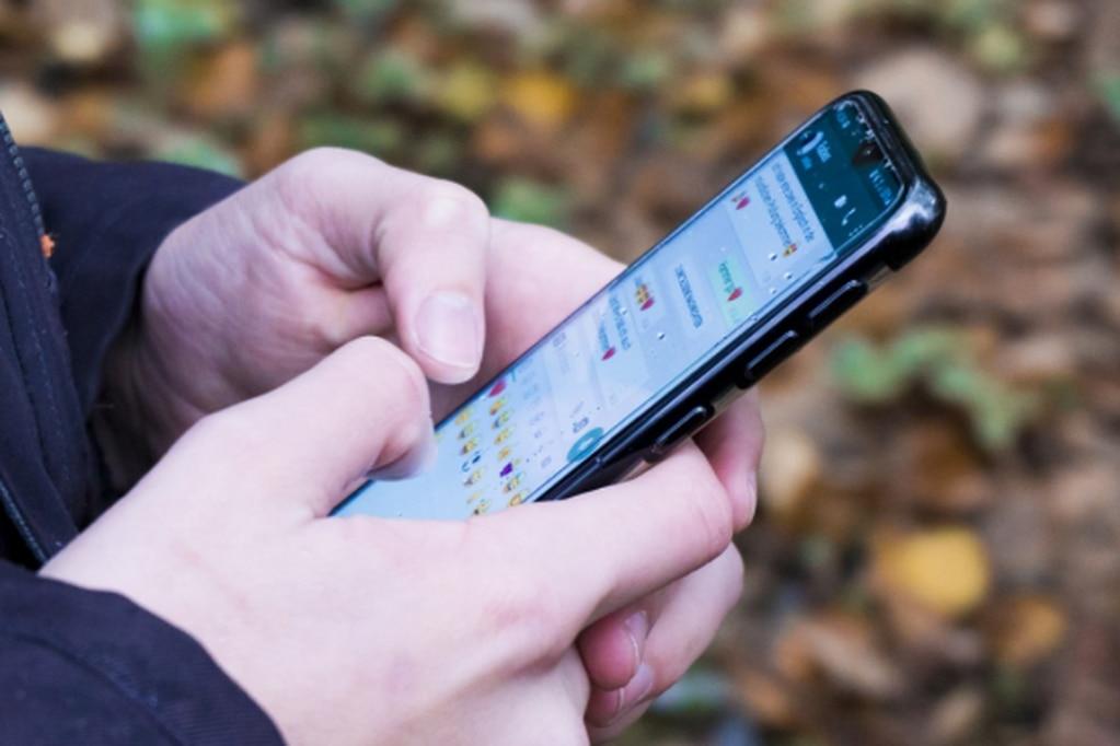 Alerta por un peligroso sticker de WhatsApp que puede hackear los celulares