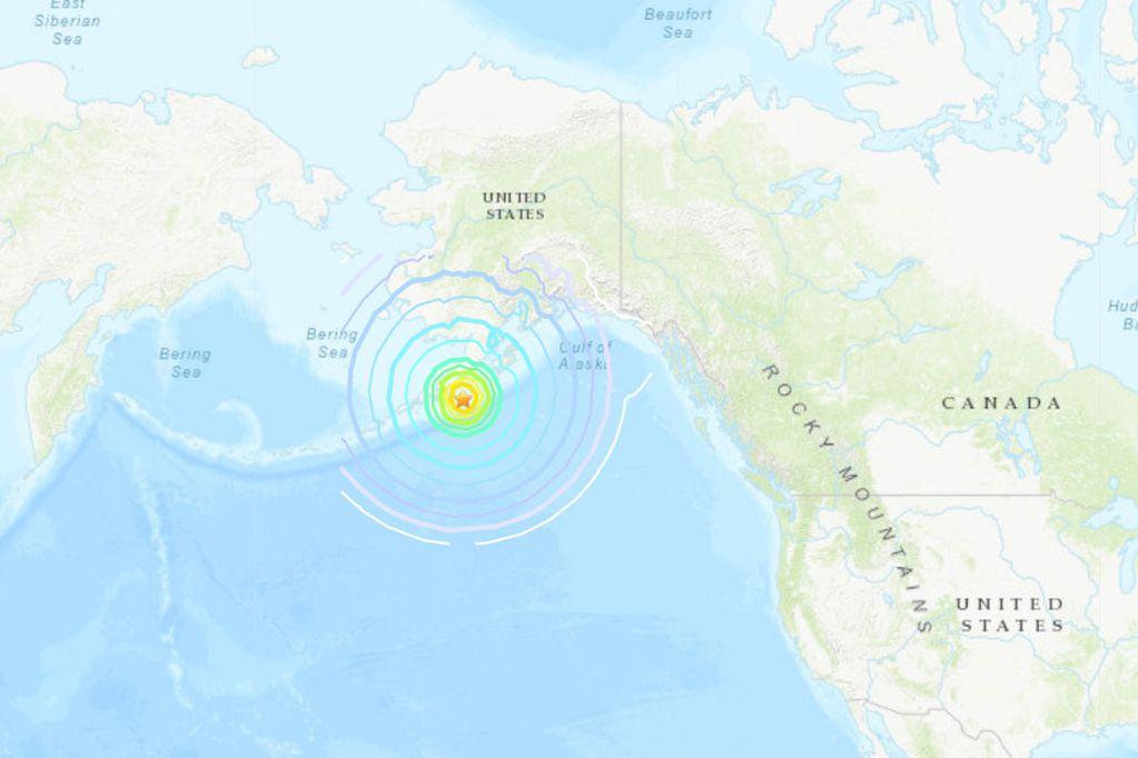 Un sismo de magnitud 8,2 sacudió las costas de la península de Alaska y hay alerta de tsunami