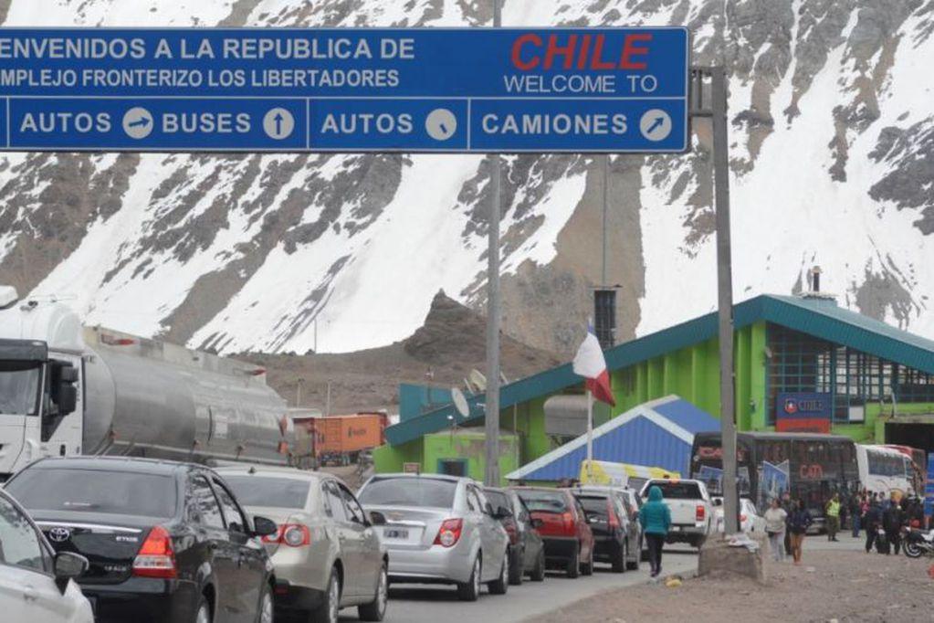 Más de nueve mil argentinos pasarona Chile en tres días
