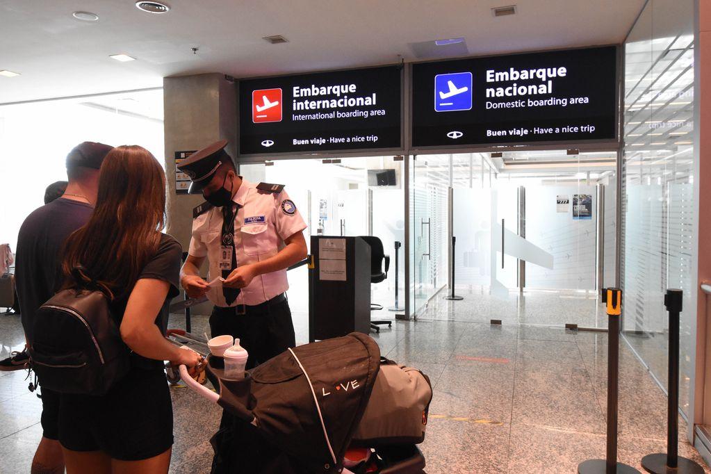 El aeropuerto mendocino está habilitado solamente para vuelos de cabotaje debido a las restricciones por el Covid-19 / Mariana Villa