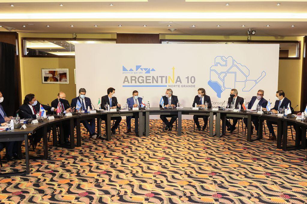 Gobernadores de diez provincias se reunieron con el presidente Alberto Fernández en La Rioja.