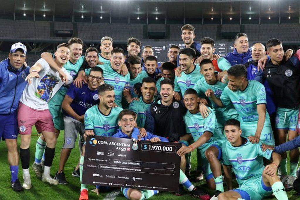Godoy Cruz eliminó a Racing Club por penales y se metió en la llave de cuartos de final. Próximo rival: Tigre. / Gentileza.