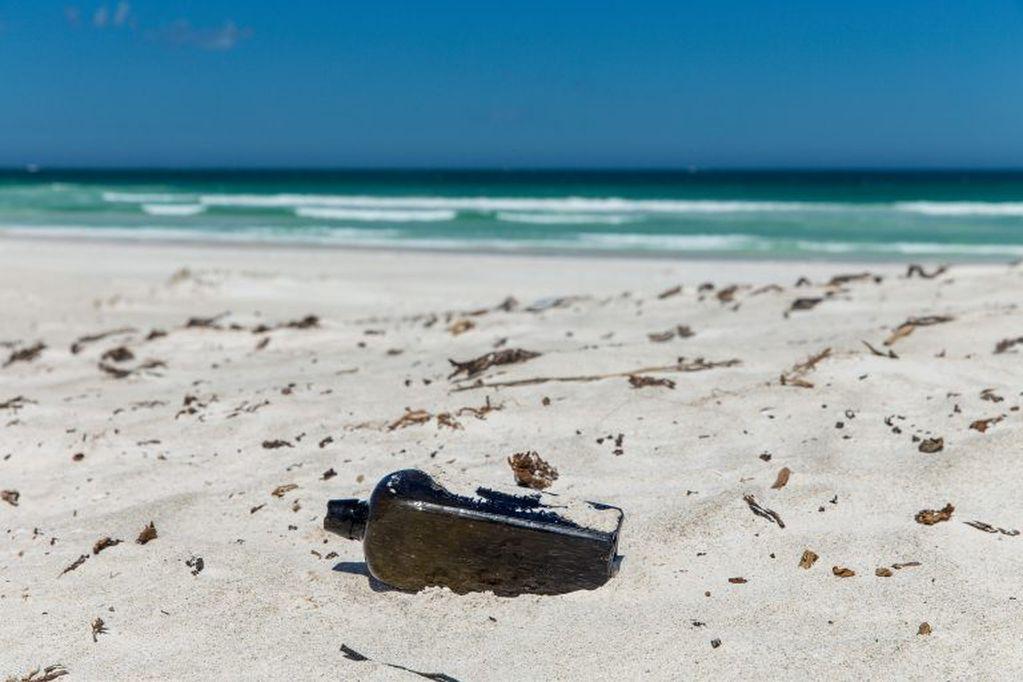 Hallan en Hawái una botella 37 años después de ser lanzada en el mar