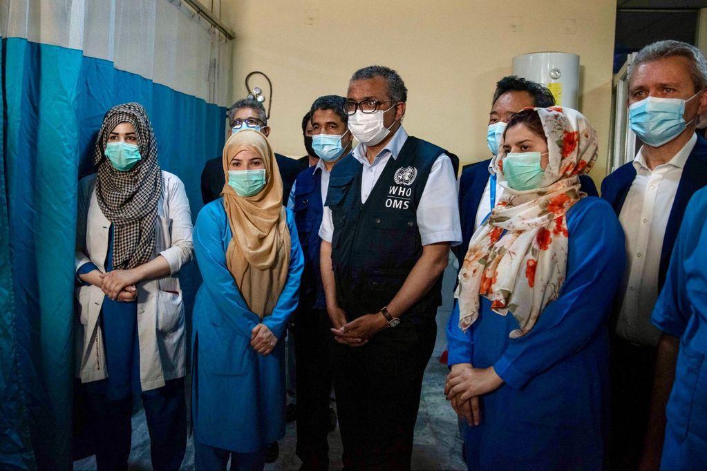 Durante su visita a Kabul ayer, el director general de la OMS, Tedros Adhanom Ghebreyesus, se reunió con dirigentes talibanes, personal sanitario, pacientes y con el personal del organismo sanitario en Afganistán. Twitter