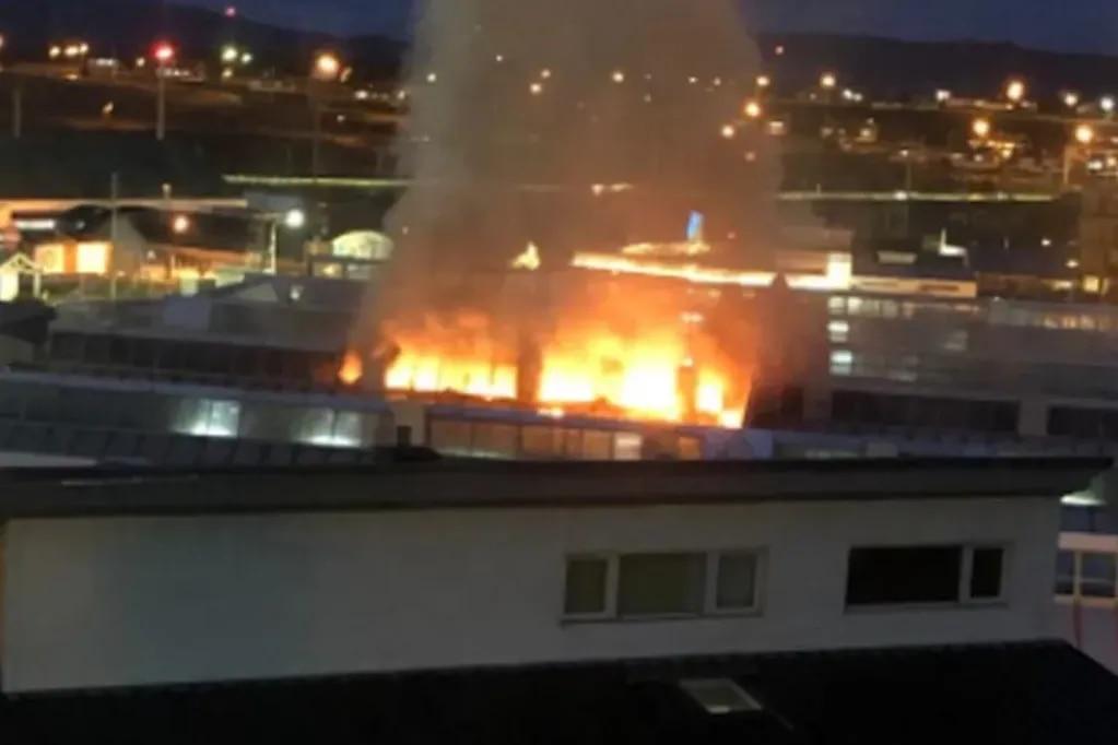 Por un incendio en un hospital de Ushuaia debieron evacuar a varios pacientes, algunos con Covid-19