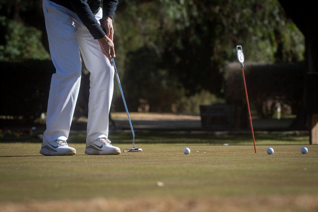 """Golf: arrancó el Campeonato por Parejas """"Triunfo Seguros"""" que organiza el Golf Club Andino"""