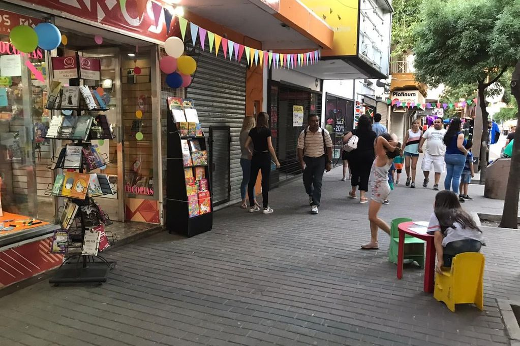 Este domingo, varias calles de San Martín serán peatonal por las compras navideñas