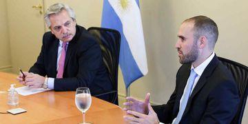 Alberto Fernández y su ministro de Economía, Martín Guzmán. (La Voz)