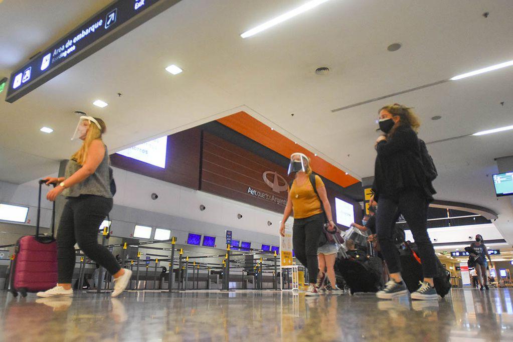 El aeropuerto de Mendoza no puede recibir turistas provenientes de Chile.