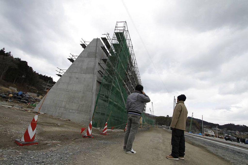 Construyen un muro de 400 kilómetros para contener tsunamis en Japón