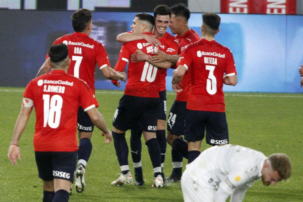 Independiente goleó a Colón, el campeón del fútbol argentino, por 3-0. / Gentileza.