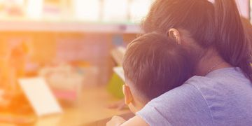 """Qué es una """"mamá luchona"""" y por qué desató una feroz pelea en una escuela"""