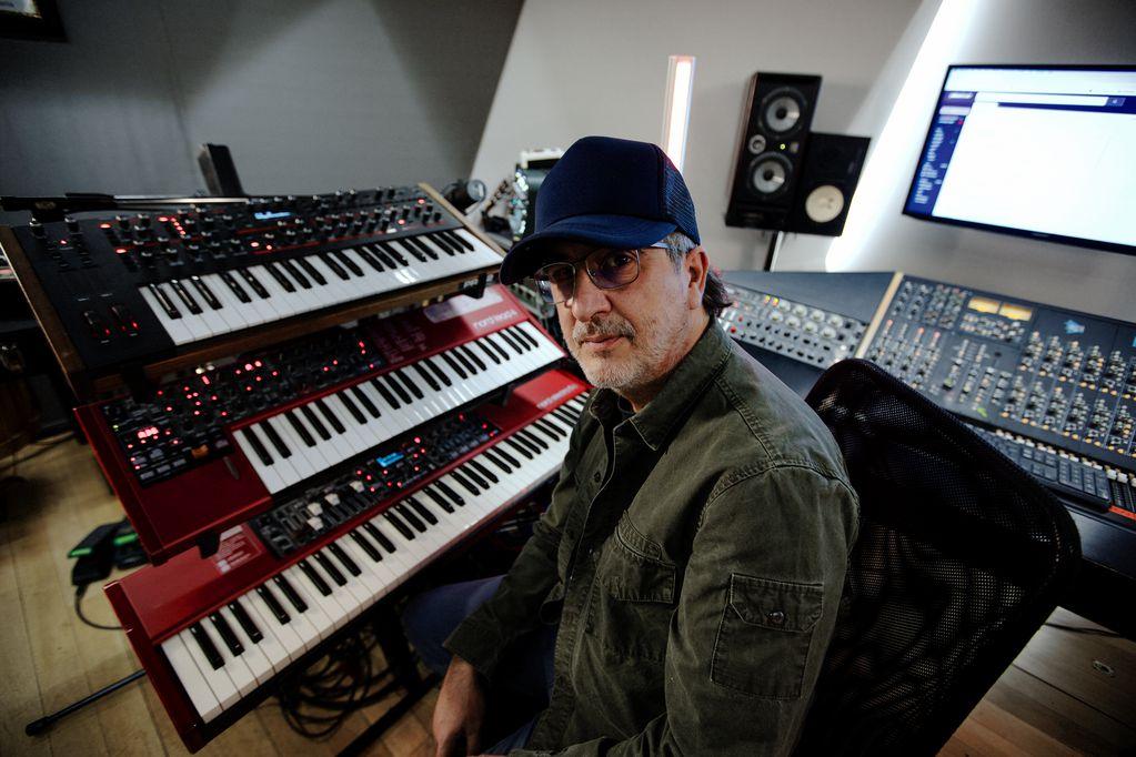 Después de participar en más de 160 trabajos discográficos, Tweety González le dio forma a su álbum solista.