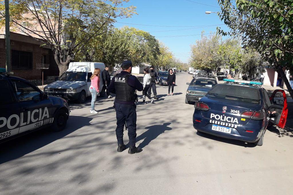 Asalto en Godoy Cruz: le reventaron el parabrisas, lo golpearon y le robaron $700.000