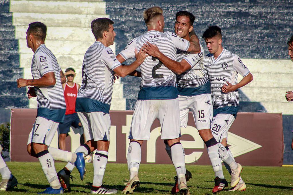 """Independiente Rivadavia desempolvó la """"mística"""" y logró un triunfo épico"""