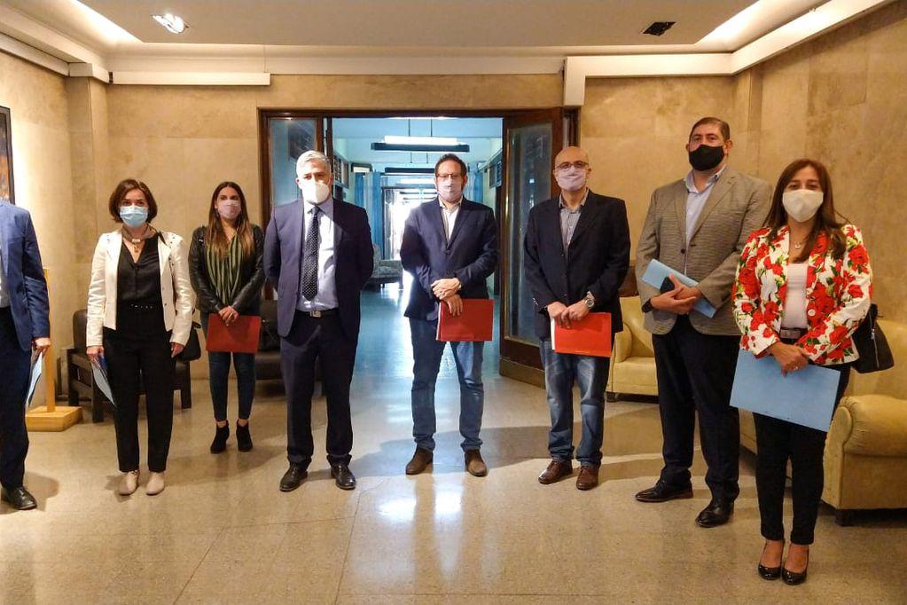 Legisladores del PJ se presentaron en Casa de Gobierno meses atrás para ser atendidos por la ministra Ana Nadal.